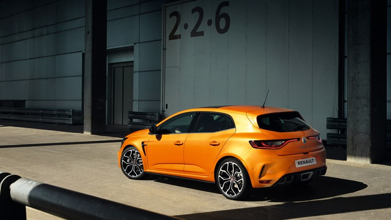 Renault MEGANE R.S. - Vehicle parked in front of a hangar
